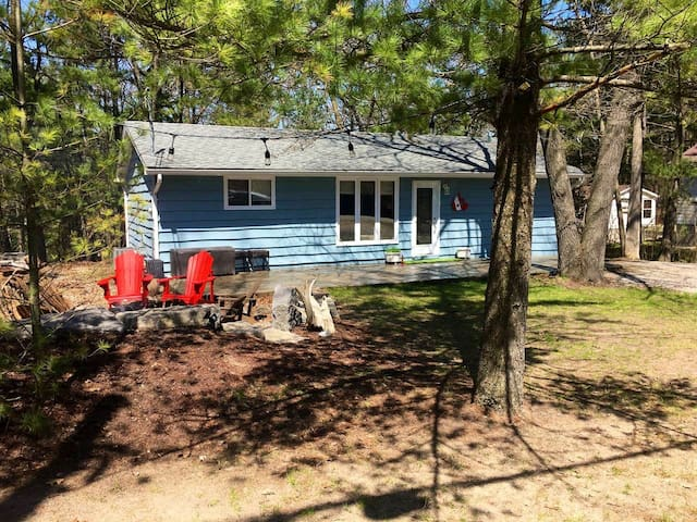 Renovated Port Franks Cottage min. from Lake Huron