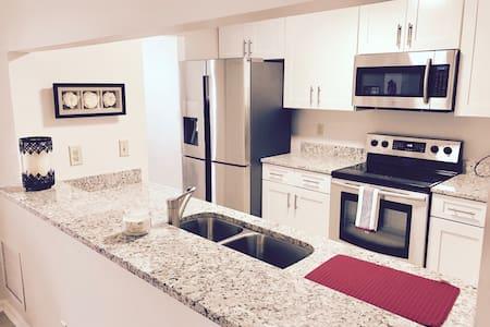 AMAZING, SPACIOUS SUPERHOST HOME, CLOSE TO BEACH!! - Jacksonville - House