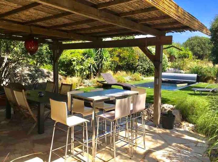 Mini-villa au calme avec piscine chauffée privée