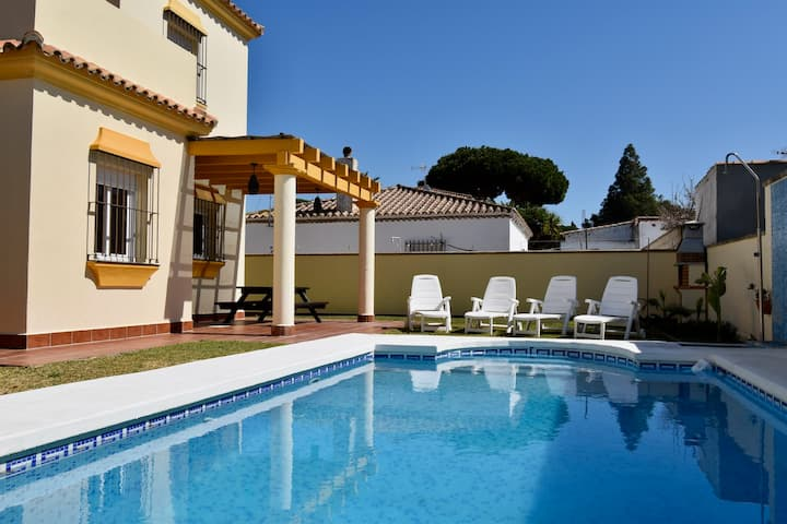 Nice Villa well located, beautiful garden and pool