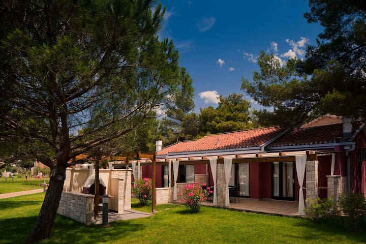 Apt for 3+2 persons with pool in Umag R36144
