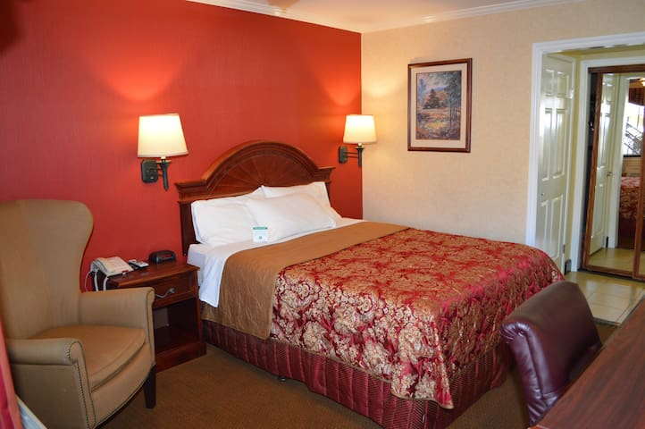 Deluxe Room with a Queen Bed and Hot Breakfast included (to go).All rooms are independent from each other. We are open for essential workers and displaced hotel guests.
