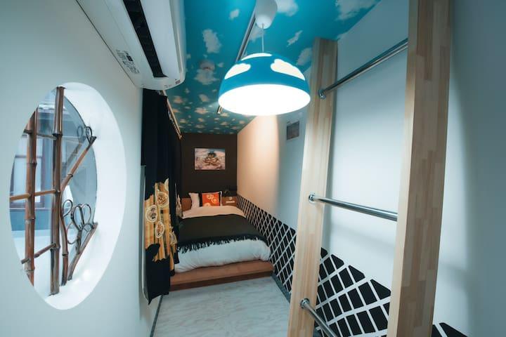 NIINJA's bed room. Kids will love this room!