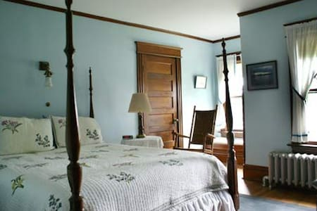 Light Blue Room @ Fogarty's B and B - Saranac Lake - Bed & Breakfast