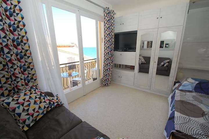 ✺Sea front studio with Air Conditioning✺
