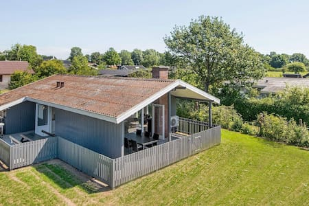 6 person holiday home in Juelsminde