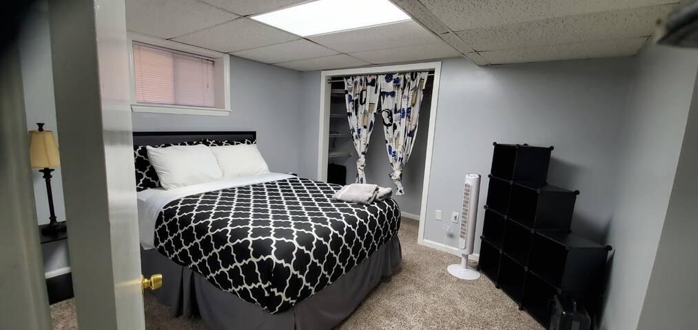 Cozy Private Basement Apartment Suite