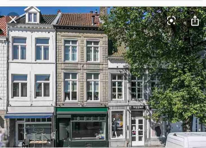 In het centrum van Maastricht met zicht op de Maas