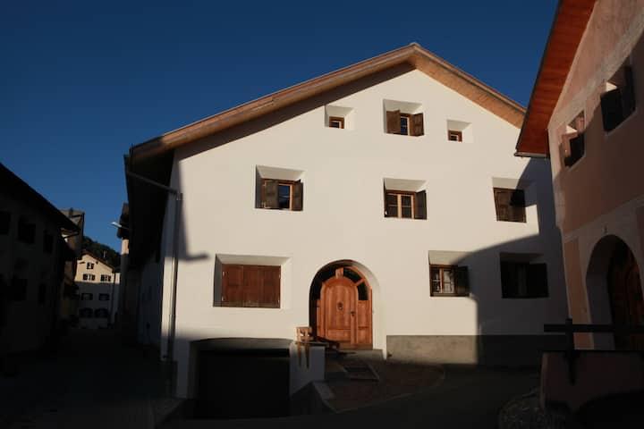 Engadinerhaus in Sent, Unterengadin