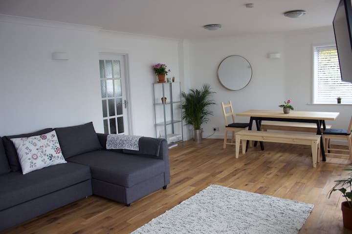 Spacious 3 Bed Flat. 2Mins to Beach + Parking. - Saint Ives - Apartament