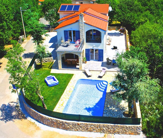 Brand new villa with pool for 8 people near sea
