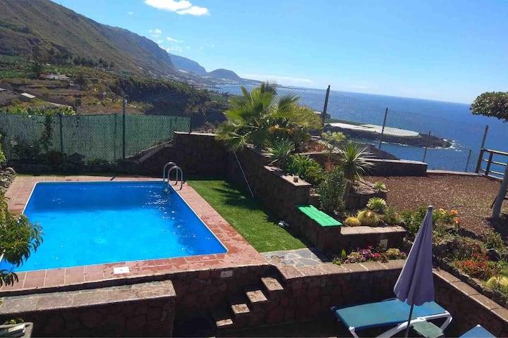 Casa con piscina privada,vistas al mar y al teide