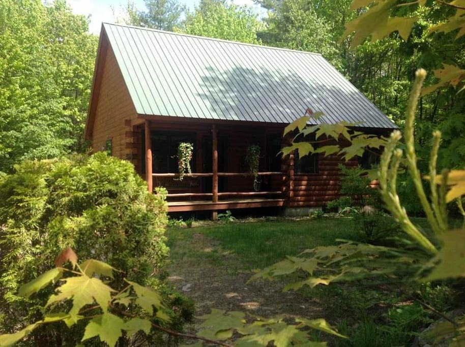 Spacious open log cabin near the white mountains houses for Madison cabin rentals