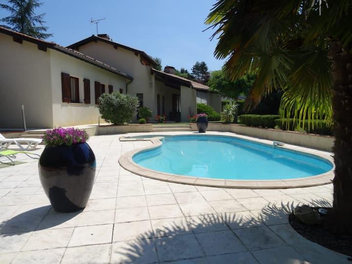Villa Tout Confort au calme dans le Gers