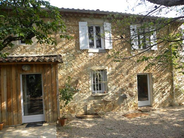 Provence, Steinhaus bei Aix-en-Provence mit Pool - Seillons-Source-d'Argens - Hus