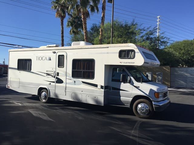 28FT CLASS C RV DRIVES LIKE A CAR NICK NAME(LILLY) - Las Vegas - Camper/RV