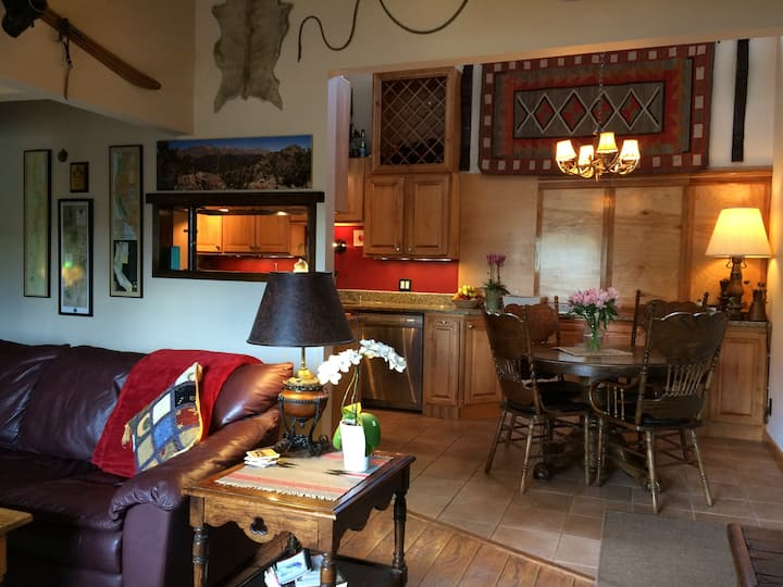 Across from Beaver Creek-Cozy Private Room & Bath