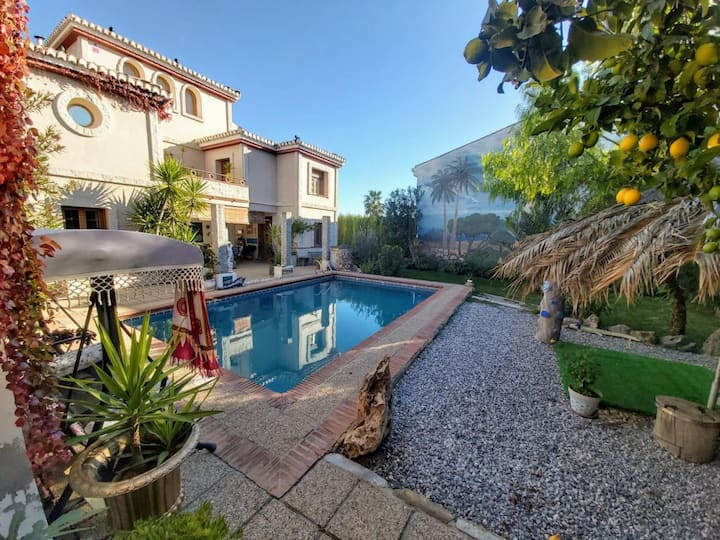 Beautiful house with pool, garden and wifi