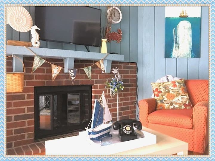 ⚓Vintage Coastal⚓Walk to Lake ⚓Remodeled⚓Fireplace