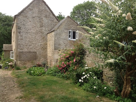 Cottage Nestled within old Cotswold Farmhouse