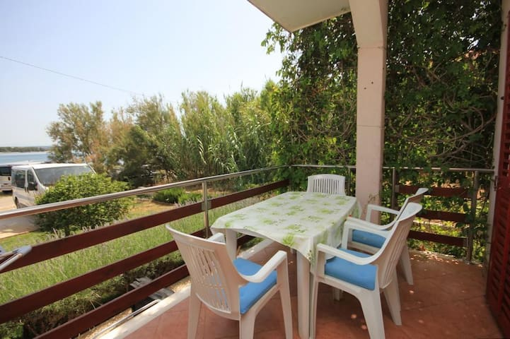 One bedroom apartment with terrace and sea view Kraj, Pašman (A-8247-a)