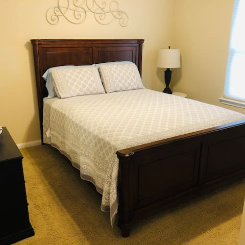 Clean And Comfy Private Bedroom and Bath