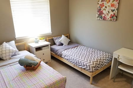 Well Located Bright Cozy Private Bedroom