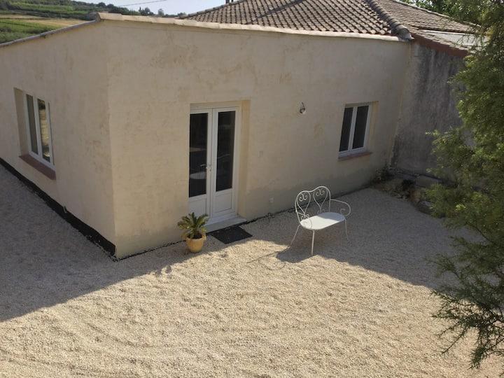 T2 moderne avec cour dans un cadre champêtre