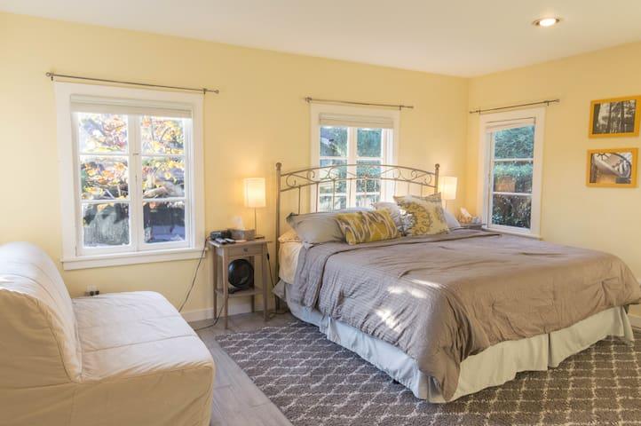 King size Tempurpedic bed.