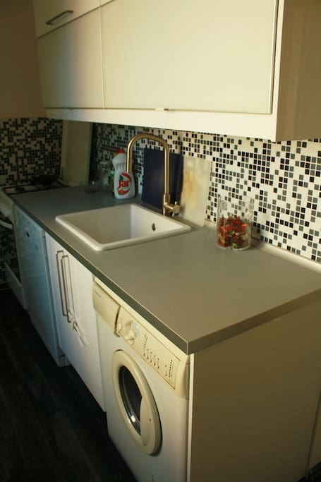 Kitchen, dishwasher & washing machine