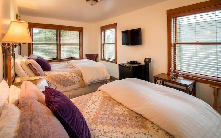 Double Queen 2nd floor - The Heron Inn & Day Spa