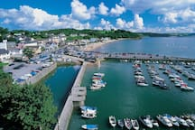 Saundersfoot Harbour - 10  minute walk