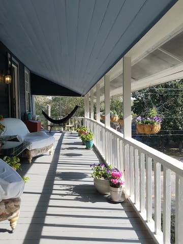 Old Village charm - 2 blocks from SHEM CREEK Rest. - Mount Pleasant