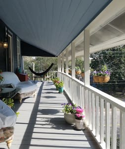 Old Village charm - 2 blocks from SHEM CREEK Rest. - Mount Pleasant - Departamento
