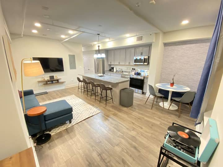Fusion of Luxury Living and Comfort In Georgetown