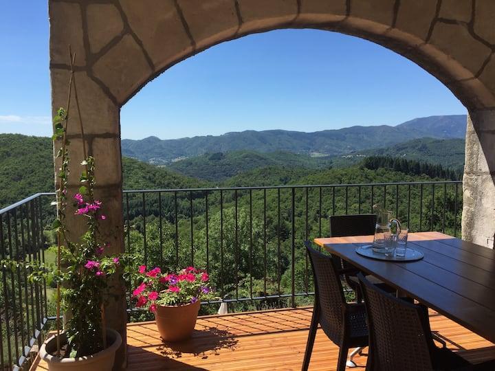 Gite amoureuse avec balcon et vue formidable!