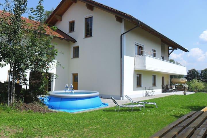 Familievriendelijk appartement midden in het Beierse Woud