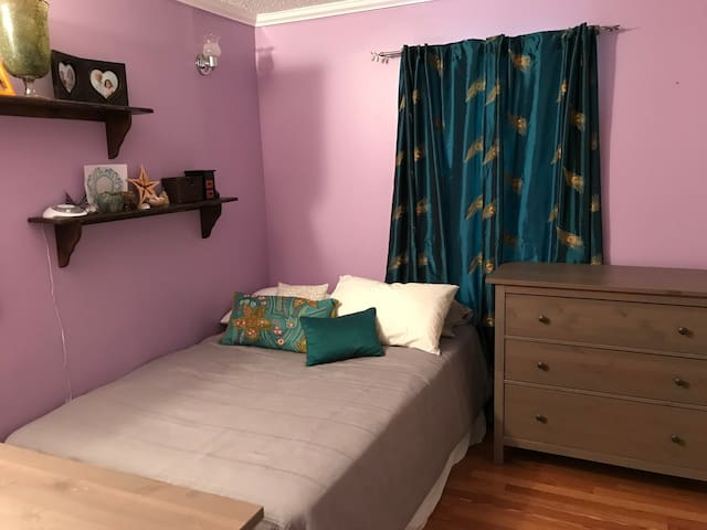 Bright and beautiful 2 bedrooms available