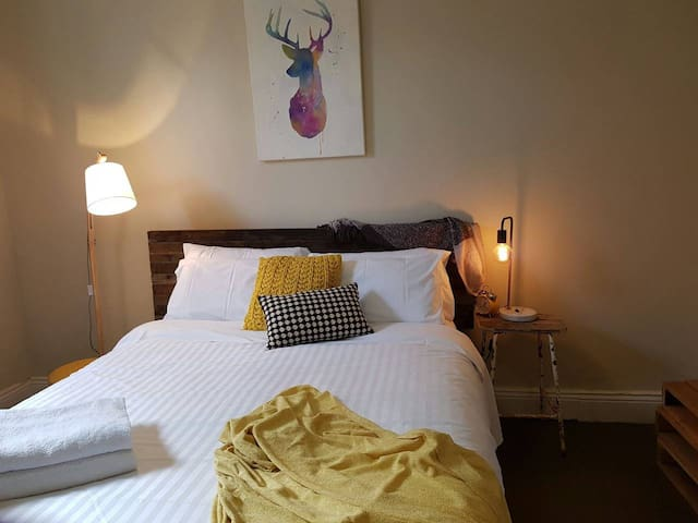 Cute Cottage on Byng - Walk to Town & Pet Friendly