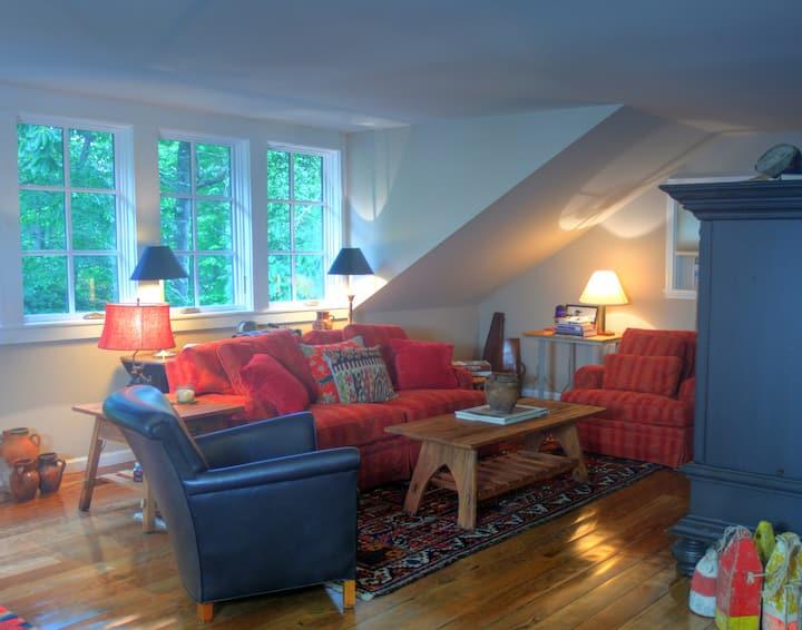 Treehouse Guest Cottage, Pets
