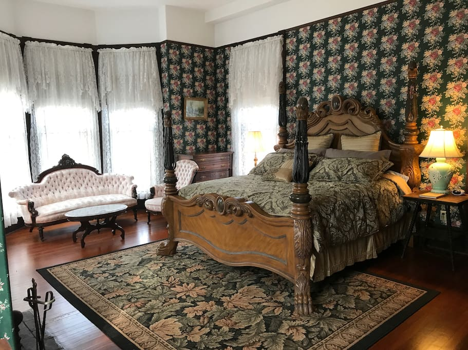 King Bed in Major's Quarters Suite