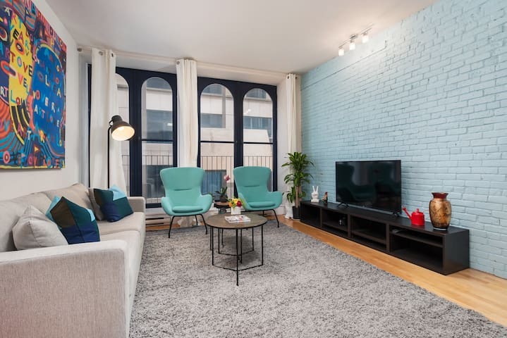 Charming Art-Deco loft, Heart of Old Montreal !