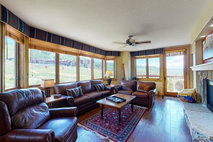 Upscale ski-in/ski-out slopeside condo w/ amazing view & shared hot tubs, pool