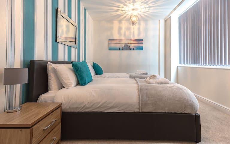 Twin Bedroom with Wardrobes and drawers