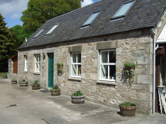 Cosy Detached Cottage in central Pitlochry