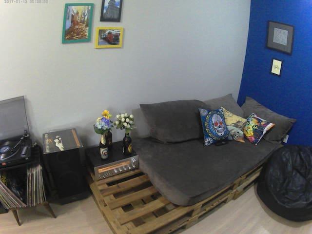 O sofá é praticamente uma cama!