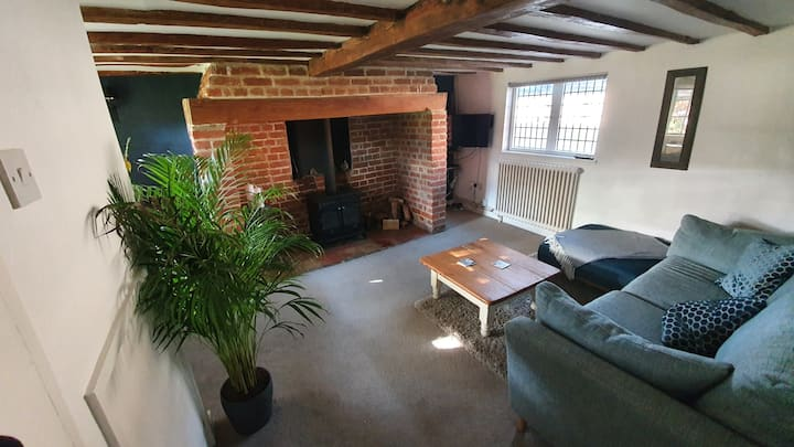3 Sheepshead Row-Beautiful Listed Thatched Cottage