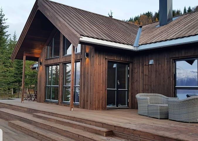 Lyngen Vista - Lodge in Lyngenfjord