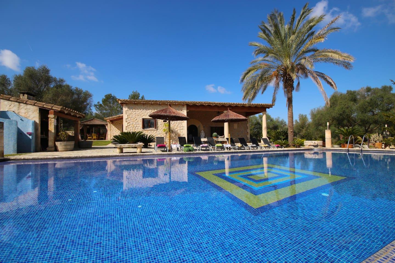 Beautiful villa for 8 pax + babies, 4BR, 3 bathroom, pool, AC, Wifi, BBQ, whirlpool, garden
