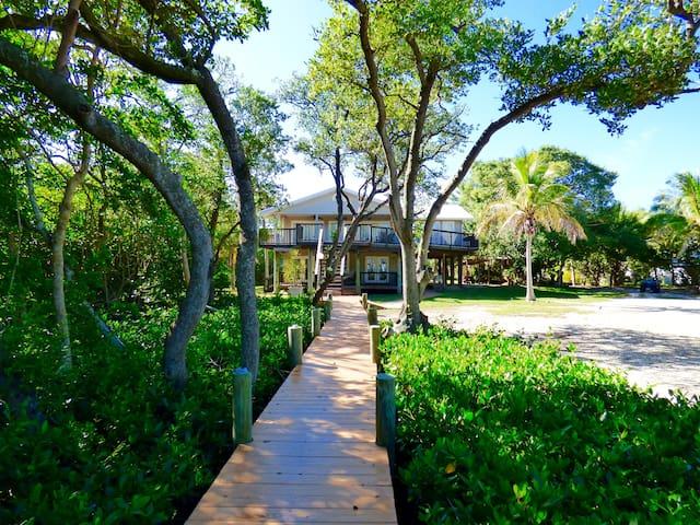 Bayfront Retreat on Little Gasparilla - Placida - House